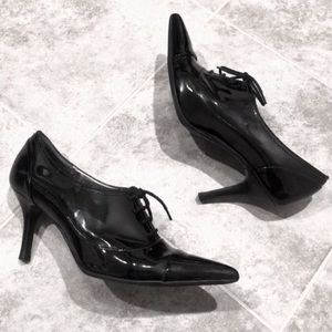 Ann Taylor black patent leather lace up he…